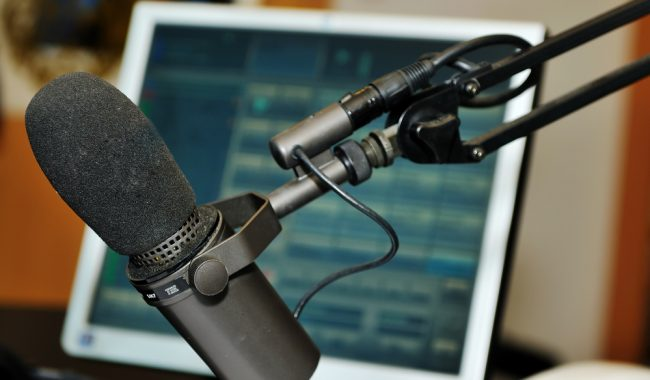 Radio wobec zjawiska sieciowania i formatowania