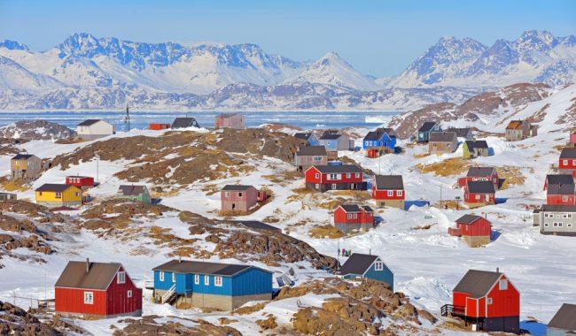 Kalaallit Nunaat? Suu, ajunngilaq! Two New Books on Greenland in Polish